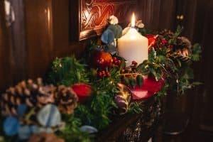 Maids Head Christmas candle